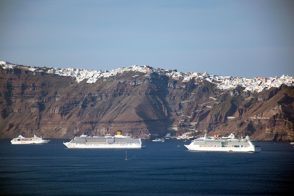 santorini caldera cruise ships